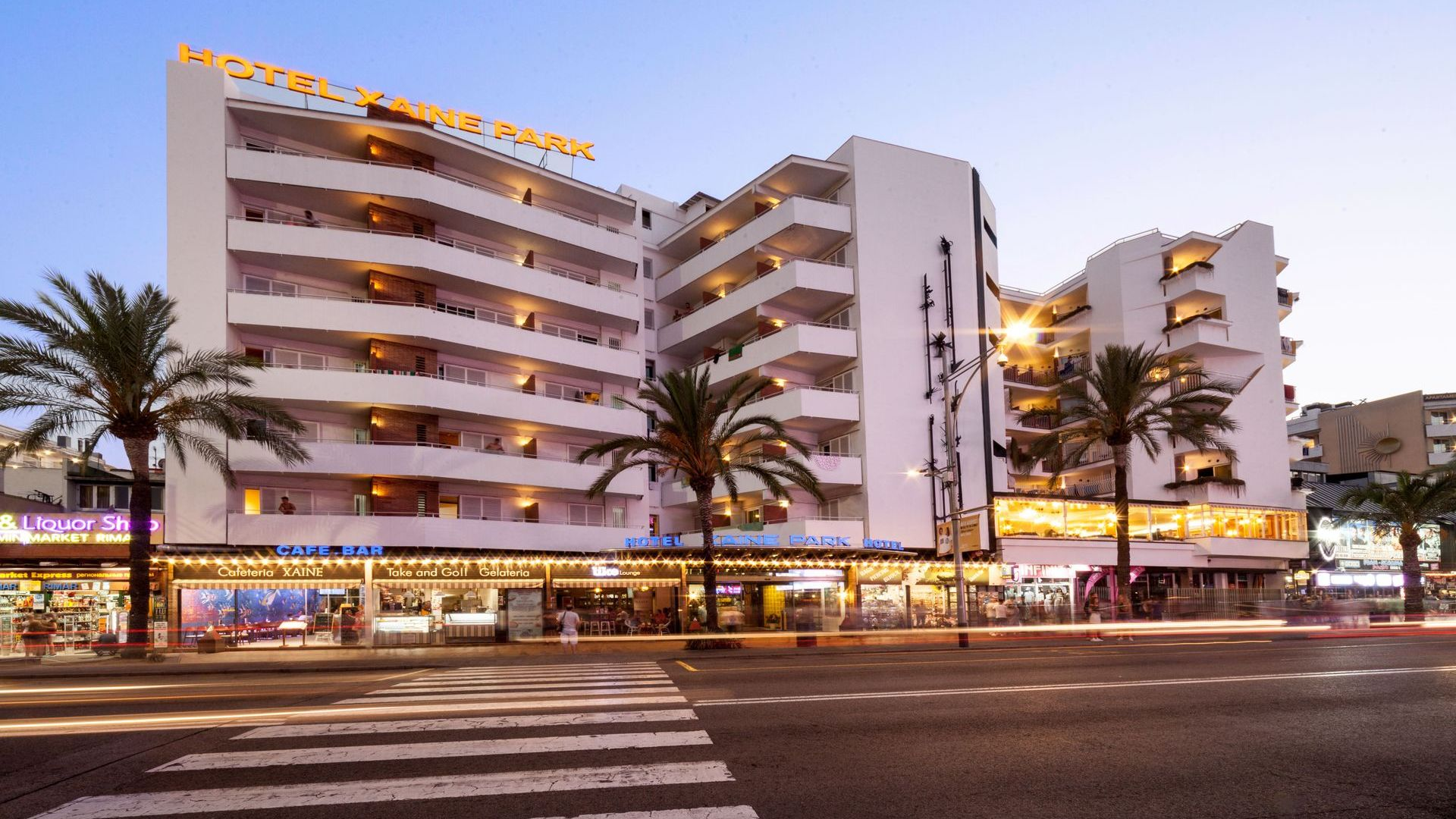 Stay in the city center of Lloret